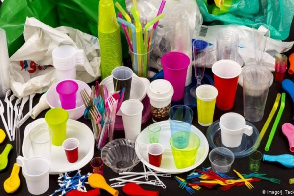 Αυτά είναι τα πλαστικά που καταργούνται από τον Ιούλιο του 2021