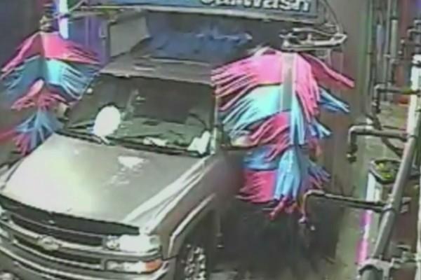 Πήγε να πλύνει το αυτοκίνητο του στο πλυντήριο - Αυτό που ακολούθησε λίγα λεπτά μετά δεν έχει προηγούμενο