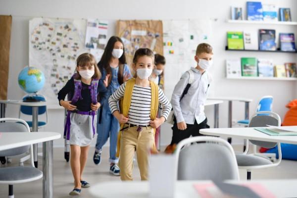 Μάσκα και την ώρα του διαλείμματος στα «κόκκινα» και «πορτοκαλί» σχολεία