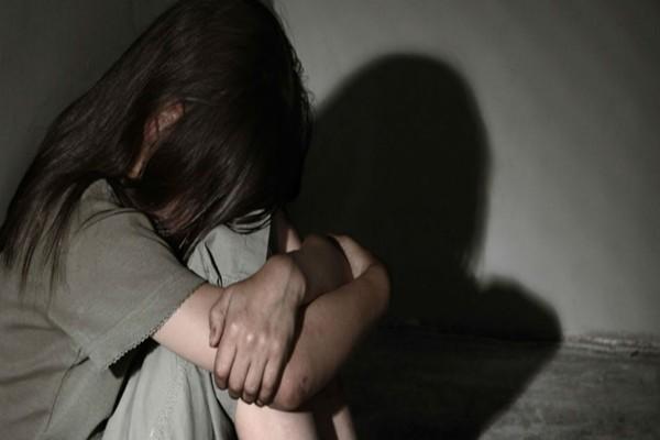 Αναβλήθηκε η δίκη του δικηγόρου που βίαζε την 7χρονη εγγονή του