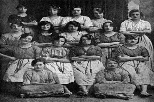 Φωτογραφία του 1900 έχει τρελάνει το διαδίκτυο - Θα ανατριχιάσετε