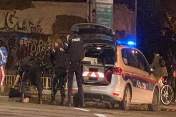 Επίθεση στη Βιέννη: Ζωσμένος με εκρηκτικά χτύπησε ο δράστης στη συναγωγή - Τουλάχιστον 7 οι νεκροί