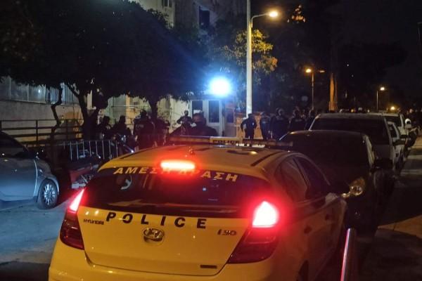 Επίθεση στο ΑΤ Κολωνού -Τραυματίστηκαν δύο αστυνομικοί