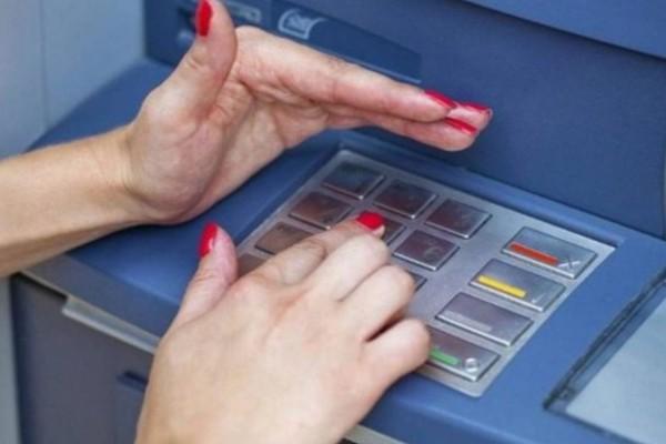 Έβαλε την κάρτα στο ATM και…  Μεγάλη απάτη από τράπεζα!