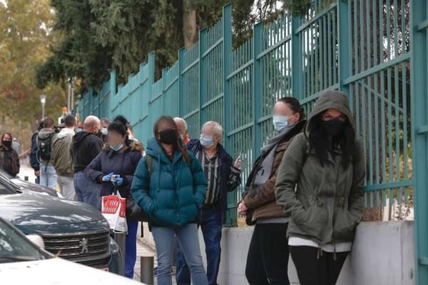 Κορωνοϊός - Θεσσαλονίκη: Ουρές έξω από το ΑΧΕΠΑ για rapid test