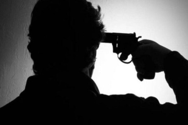 Σοκ στα Καλύβια: Άνδρας αυτοκτόνησε μπροστά σε αστυνομικούς