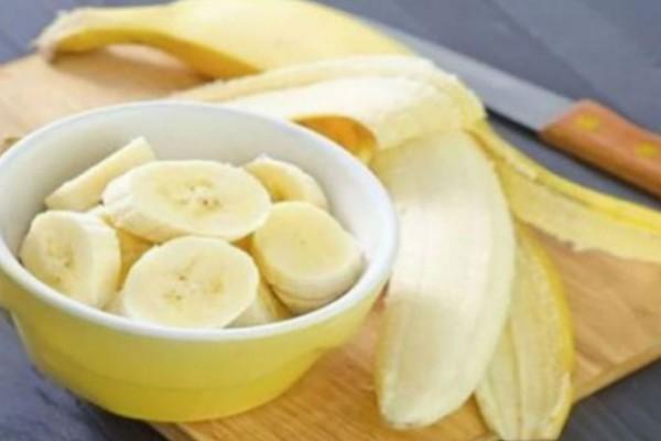 Ξεκίνα το πρωινό σου με μια μπανάνα και ένα ζεστό ποτήρι νερό! Ο λόγος; Θα σε εκπλήξει…