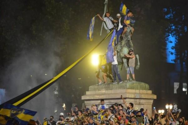 """""""Λύγισε"""" το Μπουένος Άιρες με τον θάνατο του Ντιέγκο Μαραντόνα - Στους δρόμους οι κάτοικοι (βίντεο)"""