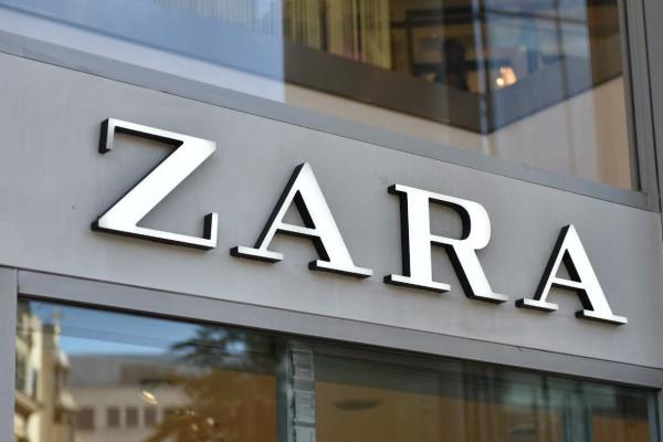 Σούπερ προσφορές στα Zara: Αγοράστε κοντό μπουφάν μόνο με 25,99€ από 39,95