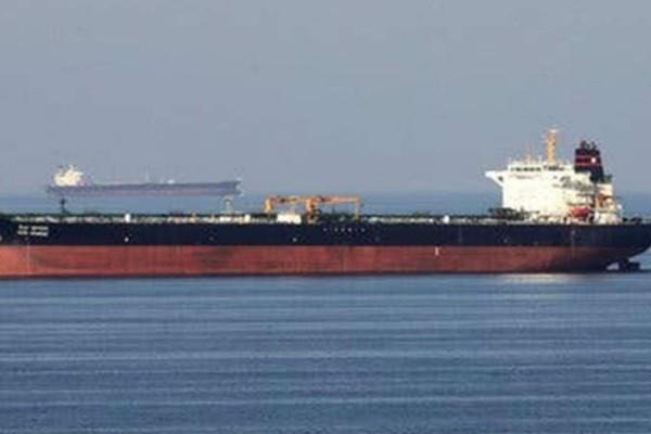 Συναγερμός με Έλληνες ναυτικούς: Διαπραγματεύσεις με τους πειρατές για λύτρα