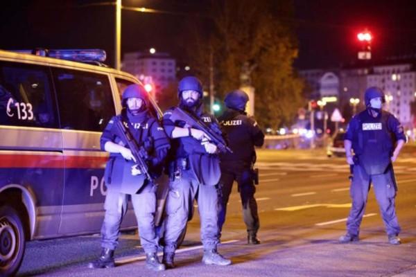 Επίθεση στη Βιέννη: Τουλάχιστον τρεις νεκροί και 15 τραυματίες