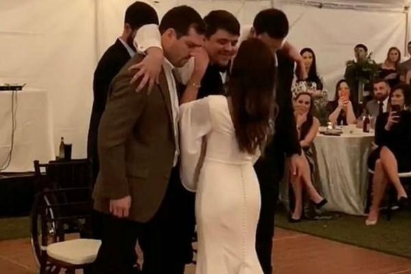 Ράγισαν καρδιές σε γάμο - Η κίνηση του γαμπρού που προκάλεσε ρίγη συγκίνησης (Video)
