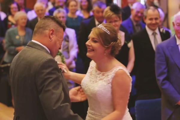 Χαμός σε γάμο - Γαμπρός διέκοψε την τελετή και η νύφη «πάγωσε» (Video)