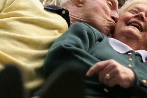 Ένα ηλικιωμένο ζευγάρι σκεφτόταν πως θα εξοικονομήσει χρήματα: Το ανέκδοτο της ημέρας 12/11