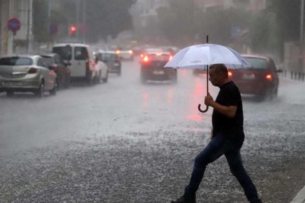 Καιρός: Αλλαγή σκηνικού με καταιγίδες και χαλάζι - Αυτές οι περιοχές της χώρας «βουλιάζουν»