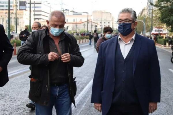 Πολυτεχνείο: Καταγγελία Κουτσούμπα για επίθεση των ΜΑΤ - Αναφορά για σκίσιμο στο πουκάμισο του Παφίλη