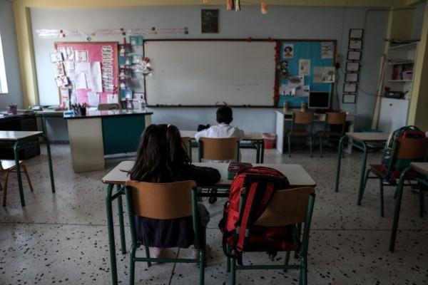 Κορωνοϊός: Ποινή φυλάκισης 12 μηνών στην καθηγήτρια που δεν φορούσε μάσκα