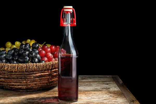 Φτιάξτε ξύδι από.... τα κρασιά που σας έχουν περισσέψει