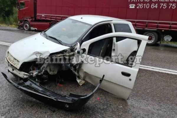 Τροχαίο στον Μπράλο: Αυτοκίνητο συγκρούστηκε με νταλίκα - Ένας τραυματίας