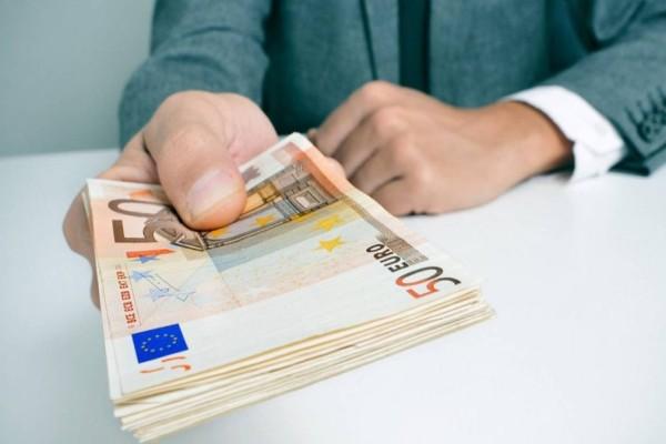 Αναστολή εργασίας - Επίδομα ανεργίας: Ποιοι το δικαιούνται - Ποιοι θα πληρωθούν την Πέμπτη και την Παρασκευή