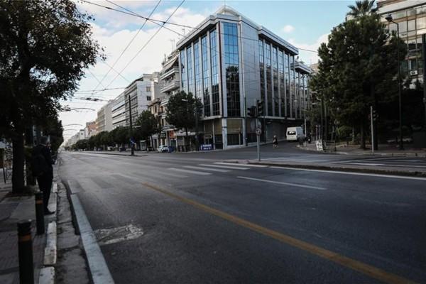 Κορωνοϊός - Lockdown: Έρημη πόλη η Αθήνα - Εικόνες που τρομάζουν