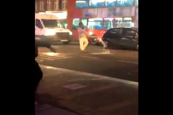 Συναγερμός στο Λονδίνο: Αυτοκίνητο έπεσε σε αστυνομικό τμήμα