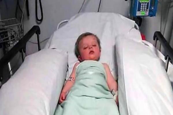 Οι γιατροί είπαν στην μαμά να αποχαιρετήσει το μωρό της. Όταν όμως ξύπνησε τον είδε έτσι! ..ΣΟΚ!