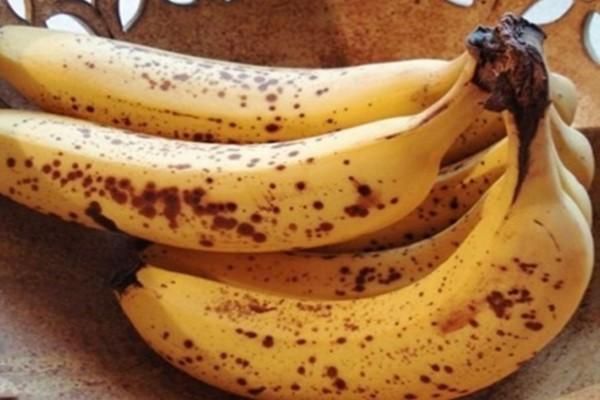 Το «μυστικό» κόλπο για να μην μαυρίζουν οι μπανάνες σας (Video)