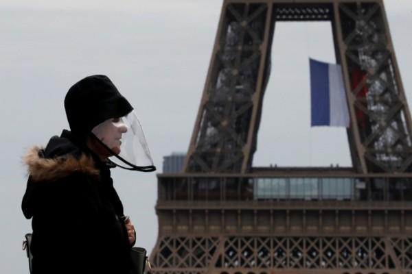 Σοκ στη Γαλλία: Ένας στους τέσσερις θανάτους από κορωνοϊό
