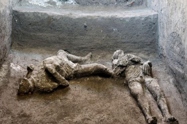 Πομπηία: Βρήκαν τα λείψανα πλούσιου και σκλάβου - Πέθαναν από έκρηξη ηφαιστείου το 79 μ.Χ.