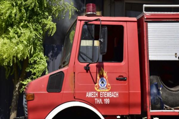 Φωτιά στην Αθήνα: Πυρκαγιά σε παράπηγμα της Ανοιχτής Δομής Φιλοξενίας στο Βοτανικό