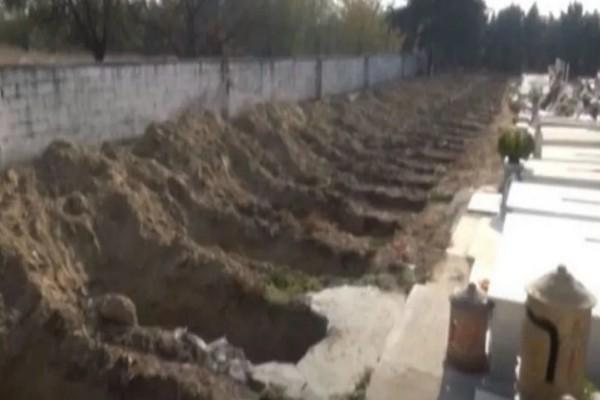 Εικόνες σοκ στις Σέρρες: Ανοίγουν τάφους για θύματα του κορωνοϊού (Video)