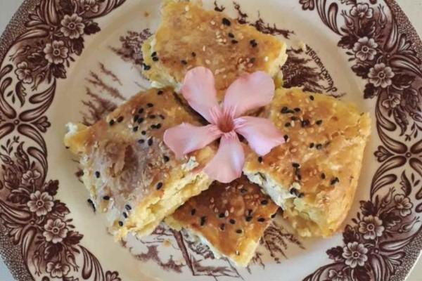 Τυρόπιτα με κρέμα μπεσαμέλ και γιαούρτι