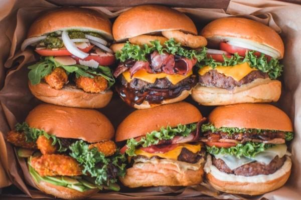 Τα Sohoγεύτικες; Τα νέα burgers του Δημήτρη Σκαρμούτσου
