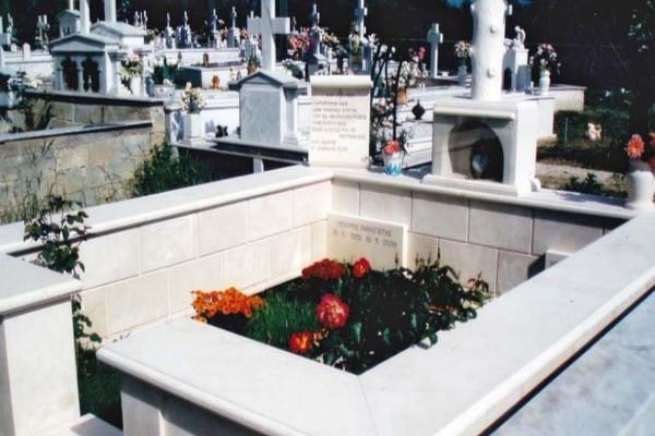 Παππούς κηδεύτηκε πριν 20 μέρες: Μόλις πήγαν τα παιδιά του στον οικογενειακό τάφο είδαν κάτι το... ανατριχιαστικό!