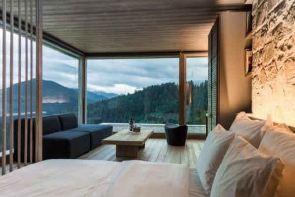 Καρπενήσι: Σας δείχνουμε το πιο luxury ξενοδοχείο με υπέροχη θέα που προτείνει ο Τάσος Δούσης