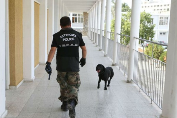 Συναγερμός στη Θεσσαλονίκη - Τηλεφώνημα για βόμβα σε σχολείο (Video)