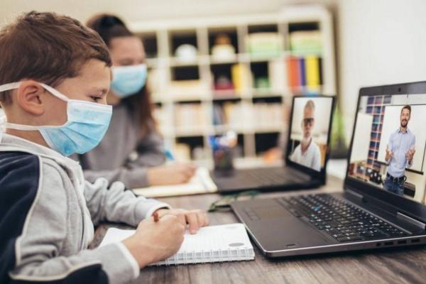Τηλεκπαίδευση σε δημοτικά: Προβλήματα για γονείς και δασκάλους