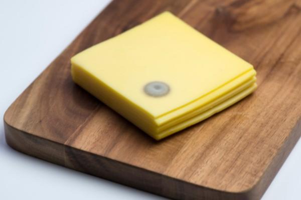 Έξυπνο τρικ για να μη μουχλιάσει ποτέ ξανά το τυρί στο ψυγείο σας