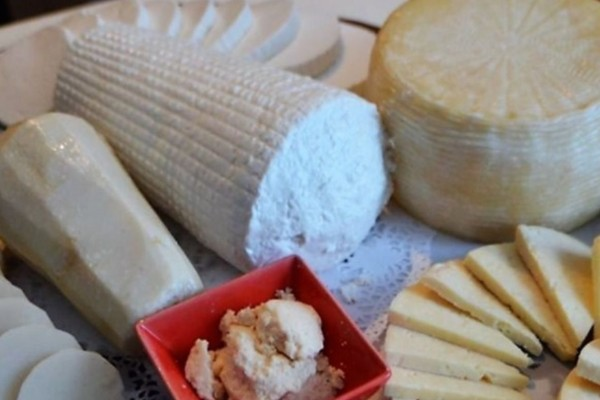 Παθαίνεις έμφραγμα και εγκεφαλικό; Πόσο κακό κάνουν τα τυριά στην υγεία μας;