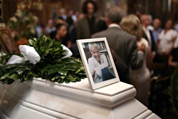 Δε φαντάζεστε τι γράφει πάνω ο τάφος της Ζωής Λάσκαρη - Ντοκουμέντο στη δημοσιότητα