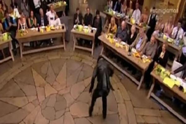Θα κλάψετε από τα γέλια: Είναι ή δεν είναι το χειρότερο ζεϊμπέκικο στην ελληνική τηλεόραση; (Video)
