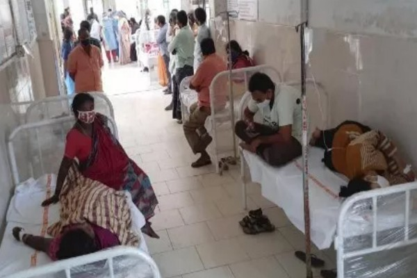 Σοκ στην Ινδία από μυστηριώδη ασθένεια - Ένας νεκρός και 300 στο νοσοκομείο έως τώρα