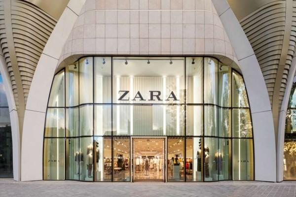 ZARA: Το ιδανικό φόρεμα για τις γιορτές που κοστίζει μόνο 17,99 ευρώ