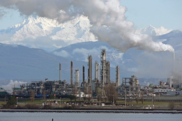 Συναγερμός στη Νότια Αφρική: Ισχυρή έκρηξη σε διυλιστήριο πετρελαίου