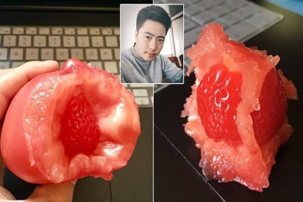 Σοκ: Εκεί που έτρωγε τη ντομάτα του βλέπει μέσα μια... Απίστευτο περιστατικό!