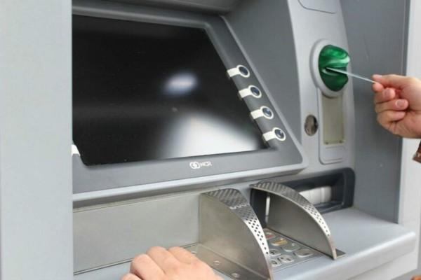 Οριστικό τέλος για τις κάρτες: Με αυτόν τον τρόπο θα σηκώνουμε λεφτά από το ΑΤΜ