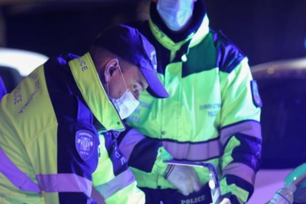 Γιαγιά αποφάσισε να δει την στολισμένη Αθήνα χωρίς... χαρτιά -«Την άφησα να πάει στο καλό», απάντησε ο Αστυνομικός που την σταμάτησε σε μπλόκο!