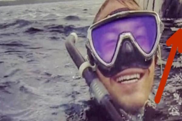 Δύτης βγάζει selfie στην επιφάνεια του νερού - Όταν όμως βλέπει τι υπάρχει πίσω του παθαίνει σοκ!