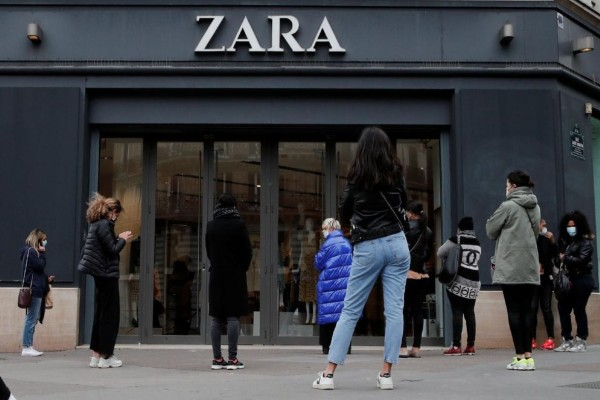 ZARA: Το jacket που θα απογειώσει το στυλ σας στις γιορτές - Κοστίζει μόνο 16,99 ευρώ